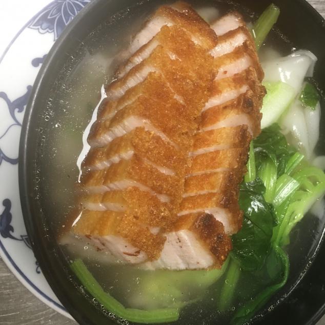 火腩汤河粉Spek met rijststick soep