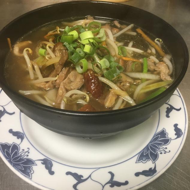 雪菜鸭丝汤面/ 河/ 米粉Shue Choi en eend met bami/rijststick/mihoen