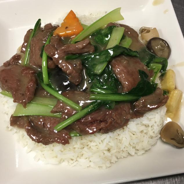 时菜牛肉饭Witte rijst  met seizoen groenten en rundvlees
