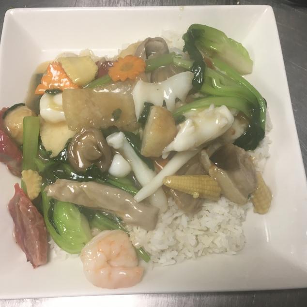 杂烩饭Witte rijst  met verschillende soorten vlees