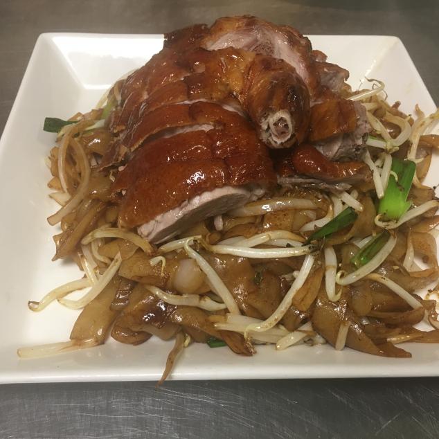 干炒烧鸭河Geroosterde eend met met rijststick