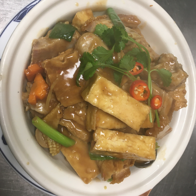 火腩肉丸豆腐煲Varkensspek met tofu en vleesballetjes